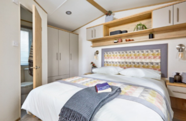 glamping pods with hot tub, lodge holidays near lincoln, hot tub log cabin
