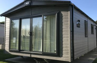 holiday cottages lincolnshire, glamping pods with hot tub, caravan park lincolnshire