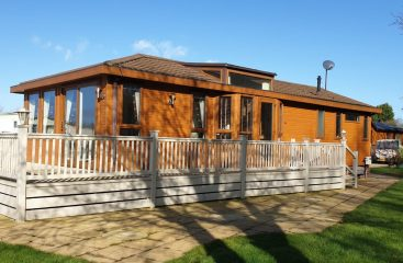 holiday park lincolnshire, holiday log cabins lincolnshire, glamping pods with hot tub
