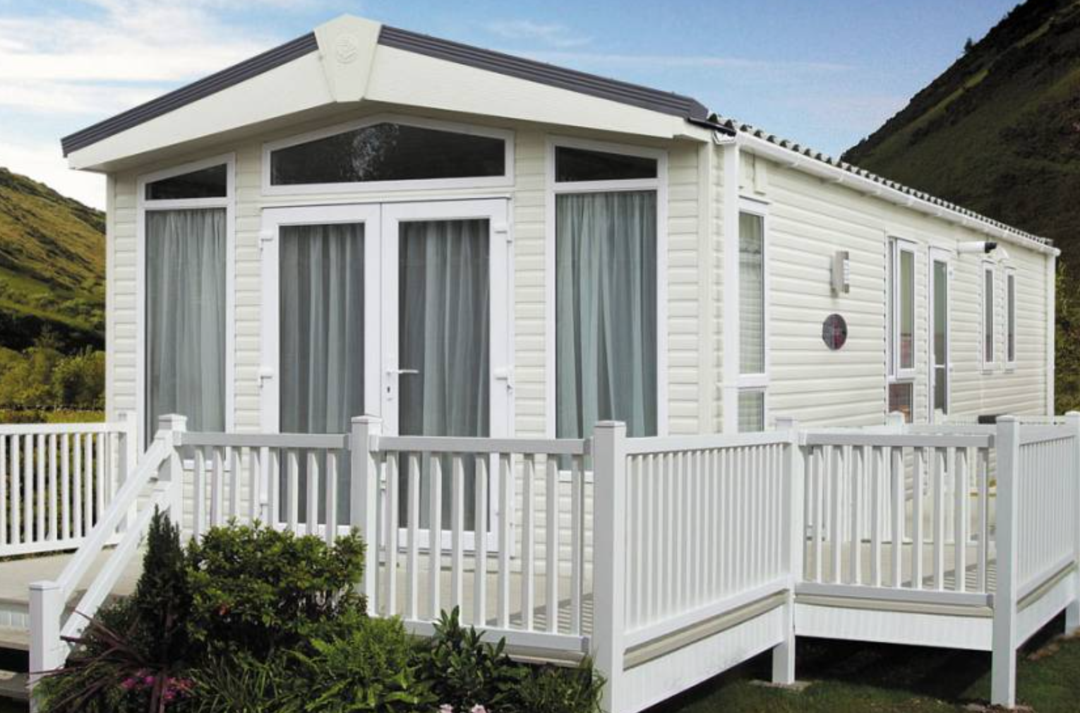 holiday park lincolnshire, glamping pods with hot tub, caravan site lincolnshire