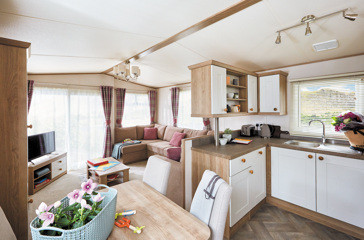 holiday cottages lincolnshire, glamping pods with hot tub, lodge holidays near lincoln