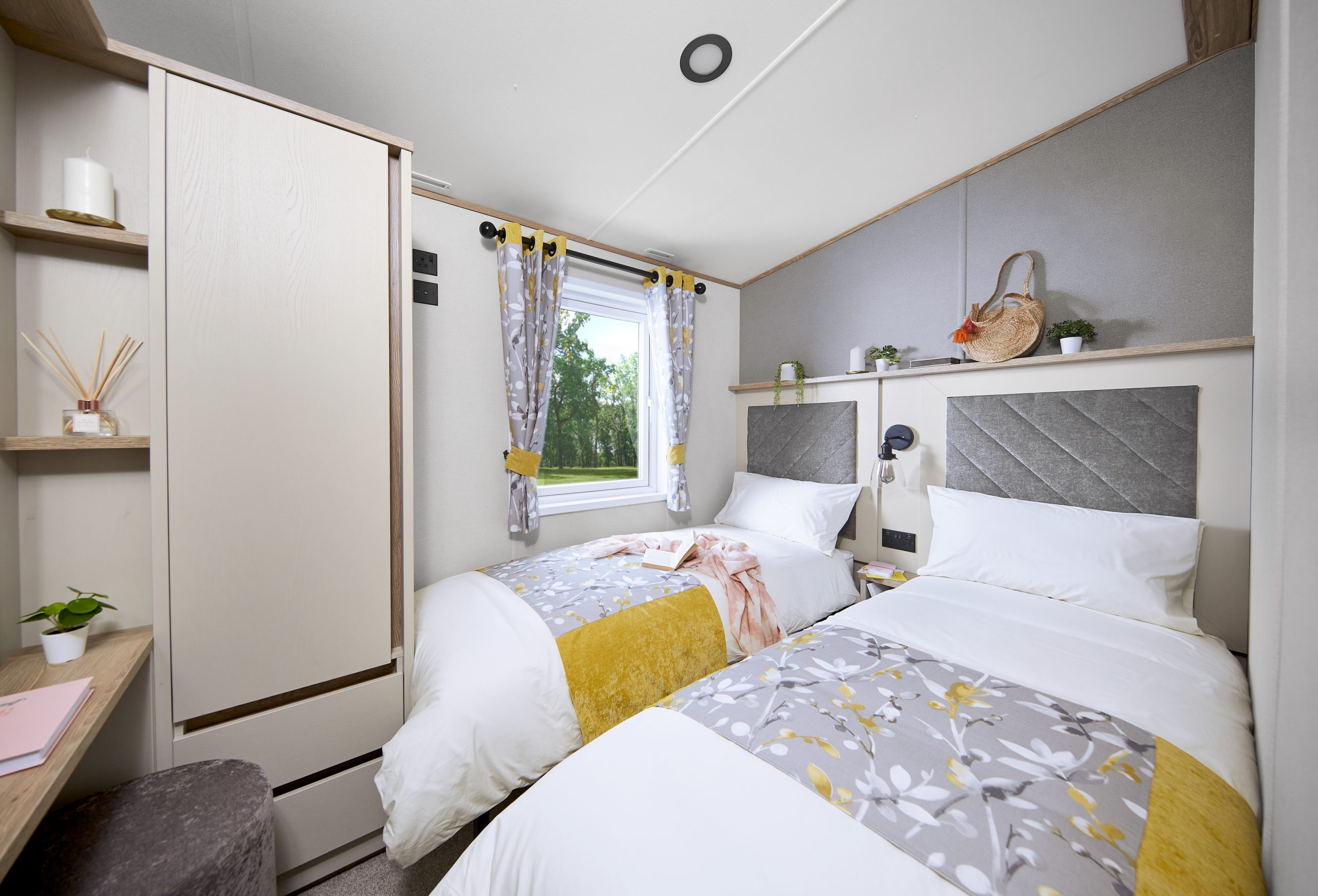 caravan site lincolnshire, touring & camping site lincolnshire, glamping pods with hot tub lincolnshire